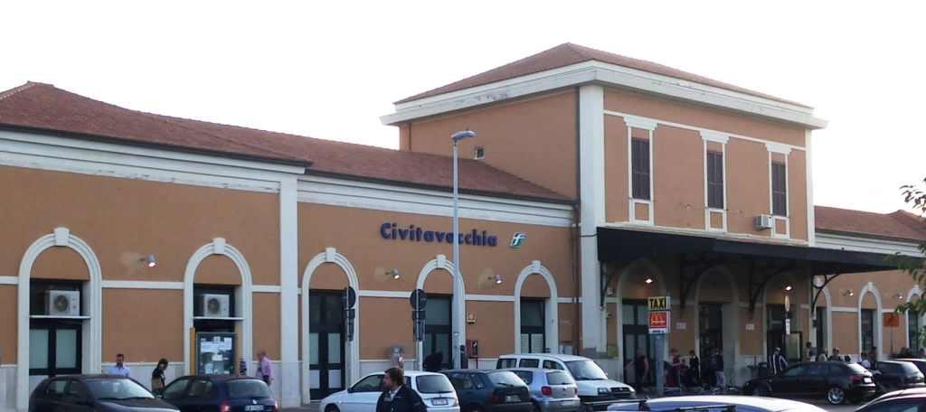 Clădirea gării orașului Civitavecchia