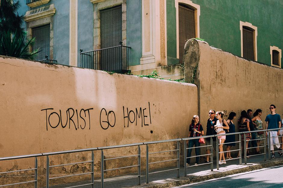 Tourist go home! pic